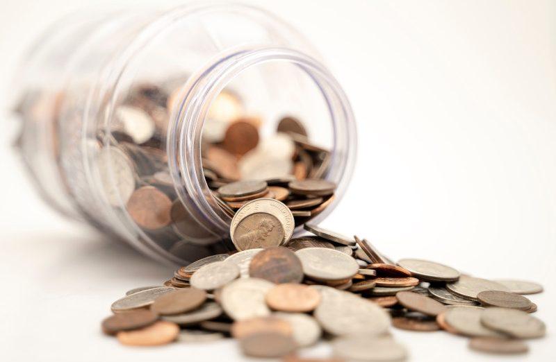 Jak oszczędzać pieniądze w domu – 8 sprawdzonych sposobów