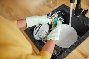 Jak oszczędzać wodę - mycie naczyń