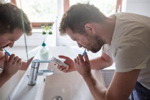 Jak oszczędzić wodę - mycie zębów